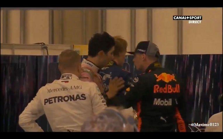 Esteban Ocon en Max Verstappen tijdens een opstootje.  Beeld