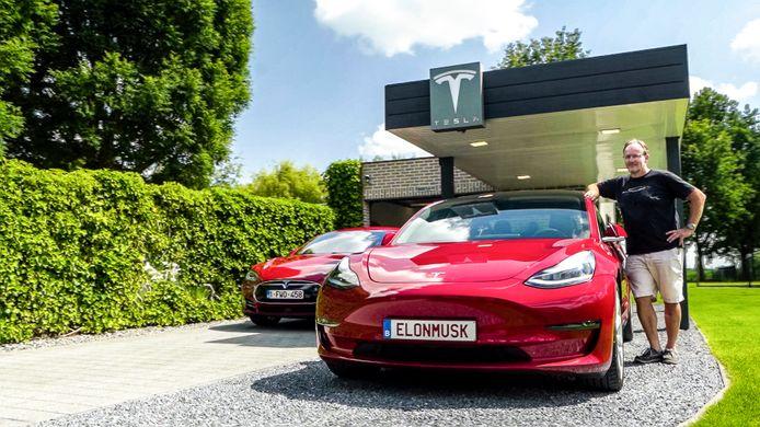 Frank Piessens uit Waasmunster doet donderdagavond zijn verhaal op VTM in het programma 'Vanity Plates' over zijn passie voor Tesla en de nummerplaat ELONMUSK.