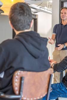 Oud-voorganger Henk Stoorvogel biedt met nieuw boek hulp bij bezield spreken
