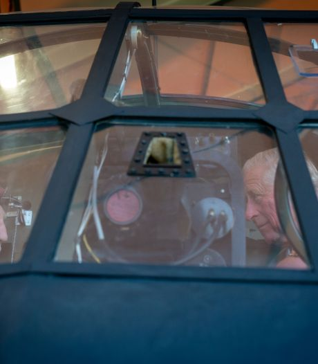 Veteraan geeft prins Charles vliegles