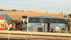 Belgische vrachtwagen rijdt in op bus met kinderen in Frankrijk: twee meisjes zwaargewond