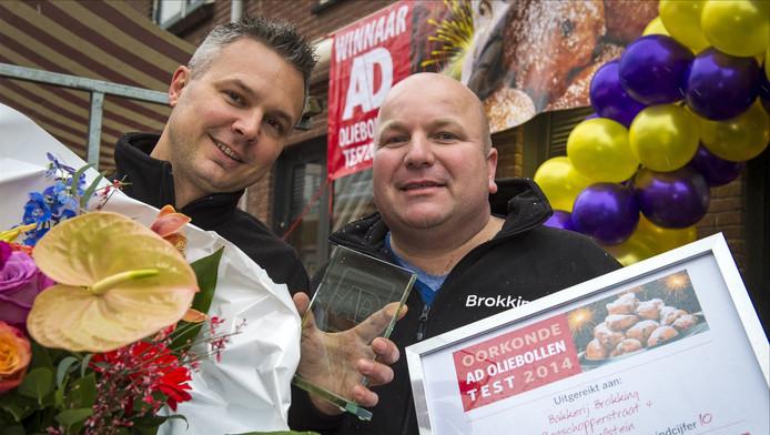 Bakker Jeroen (l.) en bakker Patrick van bakkerij Brokking zijn de trotse winnaars.