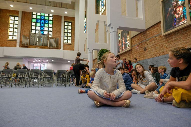 opening van de eerste Tienerschool  PORTA 1070 in Brussel: enkele leerlingen bij de inhuldiging van het eerste deel van de school dat klaar is