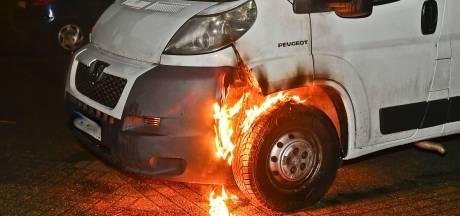 Bus zeer waarschijnlijk in brand gestoken op parkeerterrein in Valkenswaard
