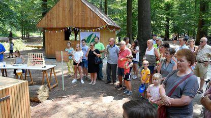 Nieuwe schuilhut in bos officieel geopend