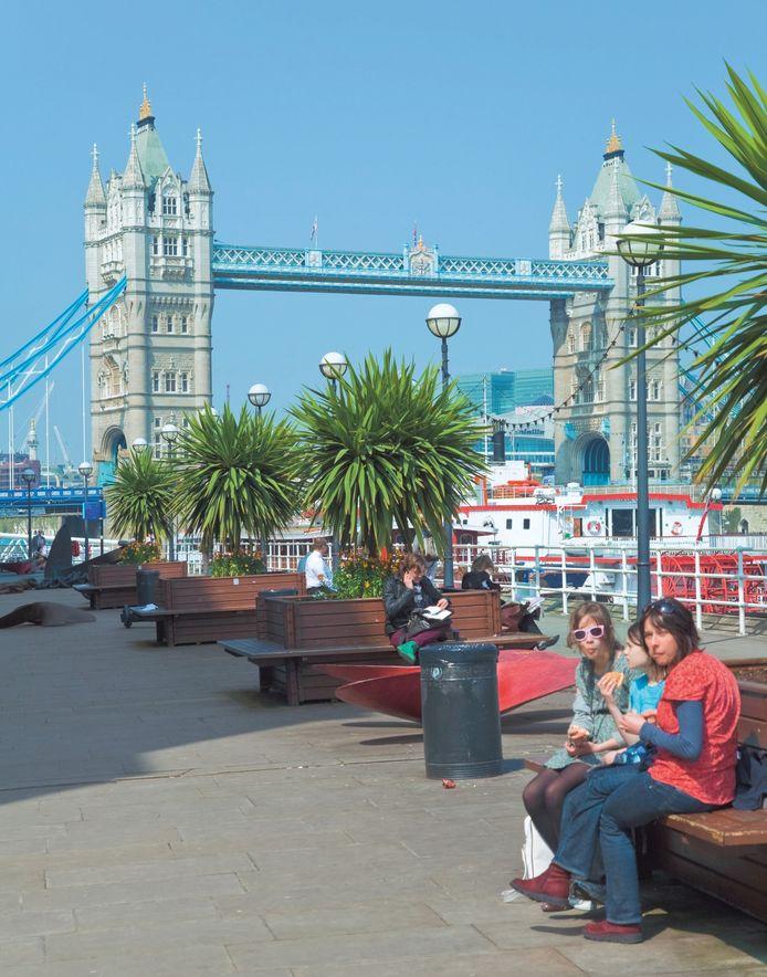 Tower Bridge is met Big Ben en St. Paul's Cathedral één van de 'verplichte' nummers in Londen.