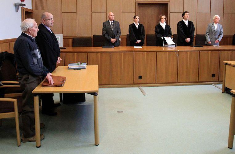 Siert Bruins (rechts) staat in de rechtbank in Hagen op 8 januari 2014. Beeld null