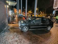 Auto ramt gebouw Rabobank in Nijmegen