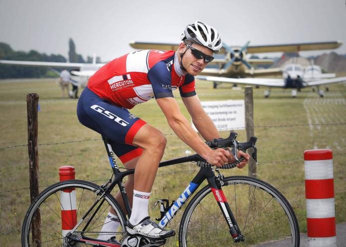 Marc Goos uit Bosschenhoofd zou graag weer als prof het vliegtuig nemen naar etappekoersen met veel klimwerk. Maar zondag wacht eerst de Ronde van Midden-Brabant. foto Gerard van Offeren/Pix4Profs