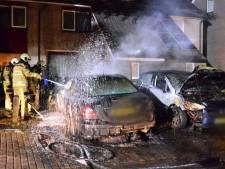 Auto gaat in vlammen op in Zwolle: politie vermoedt brandstichting