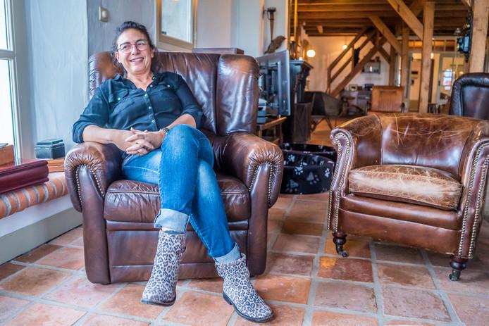 Inez Pereira in de zorgboerderij. ,,Ik had mijn moeder deze dagbesteding zó gegund.''