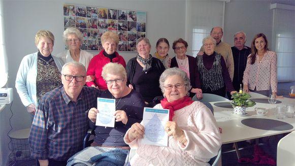 Bezoekers Pauline en Josiane van ontmoetingsruimte Beverberg zijn de eerste winnaars van de spaarkaartactie voor Tournée Minérale.