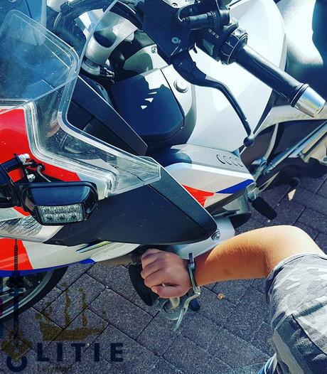 Scooterrijder probeert tevergeefs te vluchten voor politie Lelystad