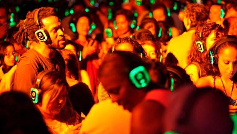 Silent disco Beeld -