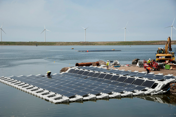 Archieffoto ter illustratie: Drijvende zonnepanelen bij Maasvlakte