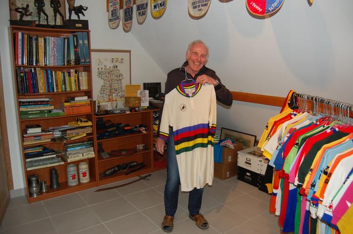 Joop Zoetemelk in zijn eigen privémuseum.