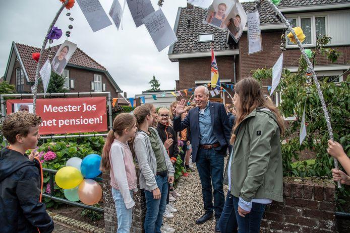 Jos Heijligers neemt na 42 jaar afscheid als onderwijzer van basisschool De Brink.