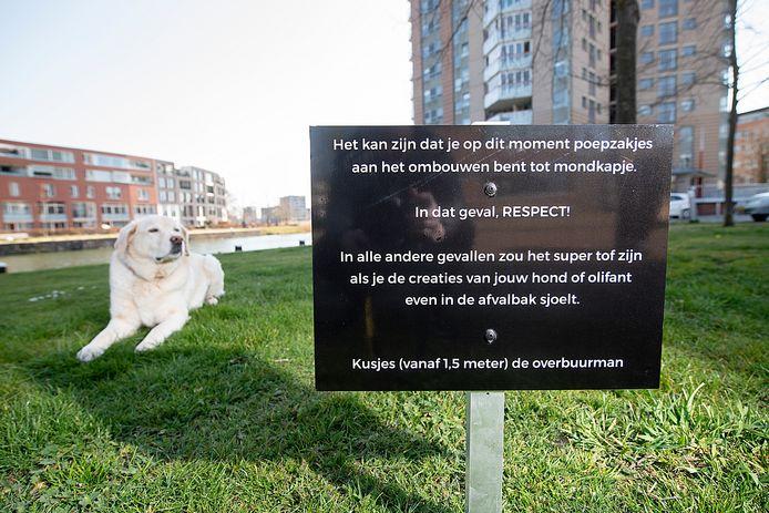 Marc Ankersmid vraagt met een kwinkslag aandacht voor de hondenpoepproblematiek.