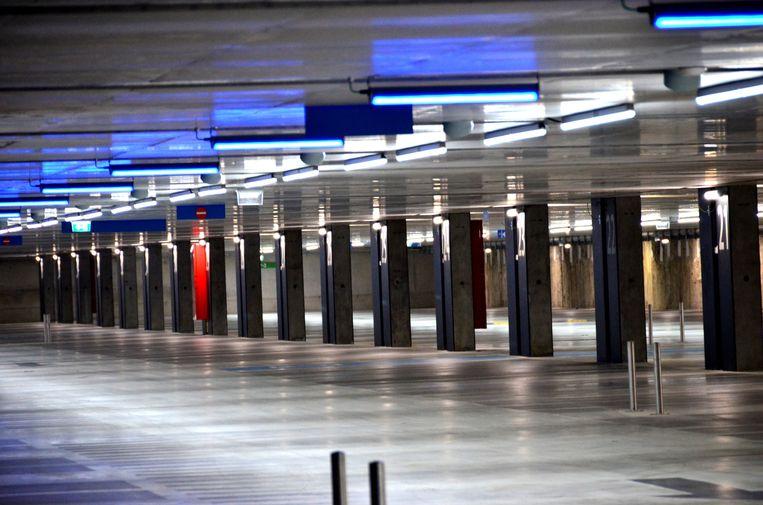 De lange welfsels maken het parkeren gemakkelijker in de stationsparking in Mechelen.