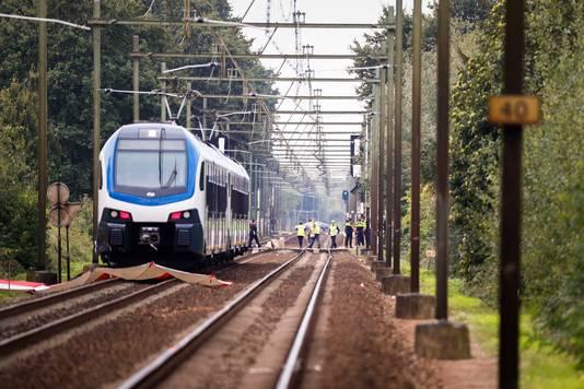De trein die betrokken was bij het ongeval waarbij meerdere doden en zwaargewonden vielen.