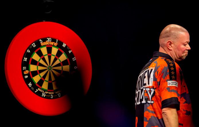 Raymond van Barneveld heeft kansloos verloren van Michael van Gerwen.