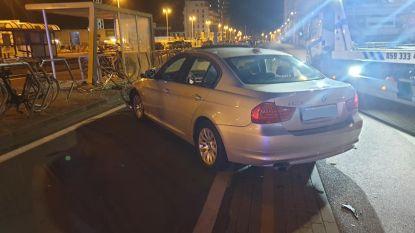 Automobilist (20) heeft pas elf dagen zijn rijbewijs wanneer hij onder invloed tegen tramhalte botst