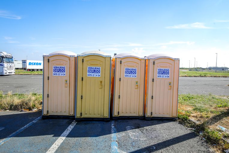 Momenteel staan vier mobiele toiletten op de parking, in afwachting van een sanitair blok.