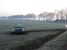 Auto vliegt uit de bocht in buitengebied Overloon