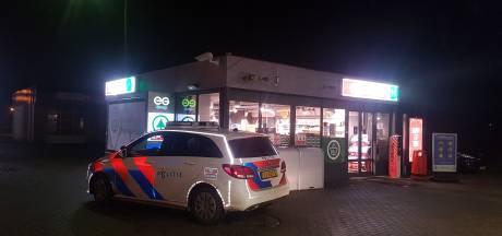 Overval op tankstation in Steenwijk: politie zoekt man met blauw petje