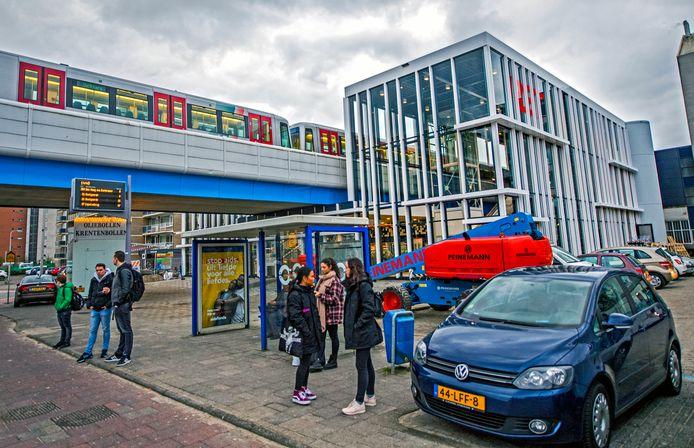 Het nieuwe Metrostation Capelle Centrum is aan een kant af, de nieuwe hal is open.