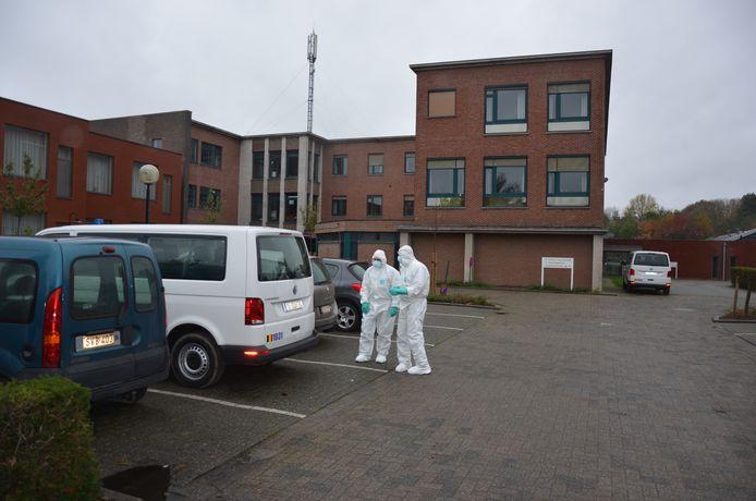 De civiele bescherming kwam zondag ter plaatse om het personeel te assisteren.