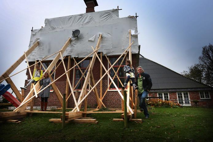 In het Groningse aardbevingsgebied moeten 170.000 woningen en andere gebouwen zoals scholen worden verstevigd. Dat blijkt uit onderzoek van onderzoeksbureau Van Rossum dat is uitgevoerd in opdracht van de provincie Groningen.