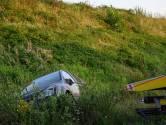 Invoegen gaat fout op A58 bij Ulvenhout: auto rijdt sloot in