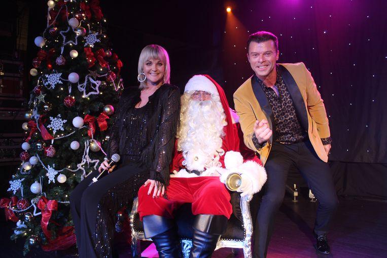 Eveline Cannoot en Filip D'haeze halen er de kerstman bij.