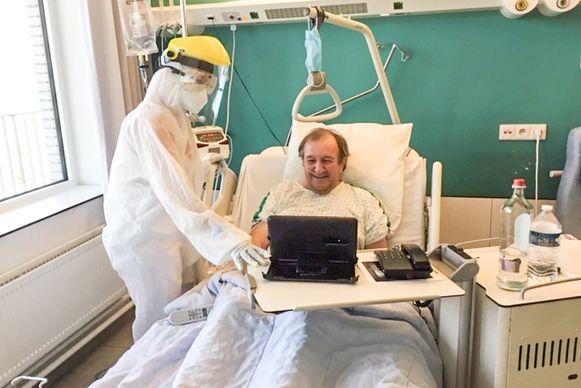 """""""Mijn leven heeft aan een zijden draadje gehangen"""", bedenkt Renaat Vanderstichelen, die op krachten komt in een gewone ziekenhuiskamer in het Algemeen Ziekenhuis in Oudenaarde."""