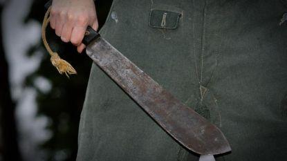 Kampenaar (55) zwaait met machete