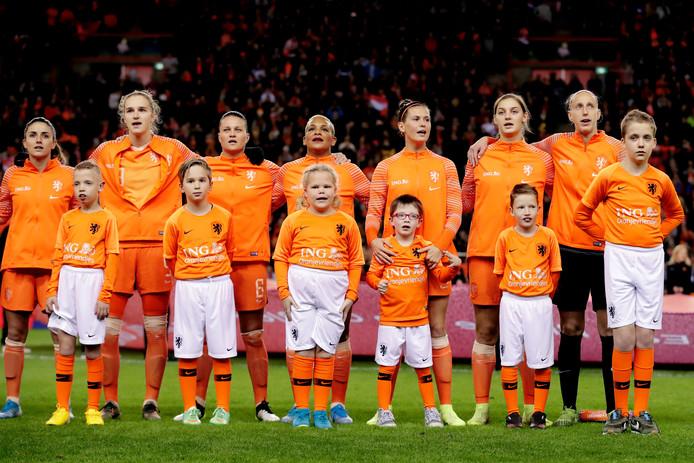 De line-up van het Nederlands vrouwenteam tijdens een interland van vorig jaar.