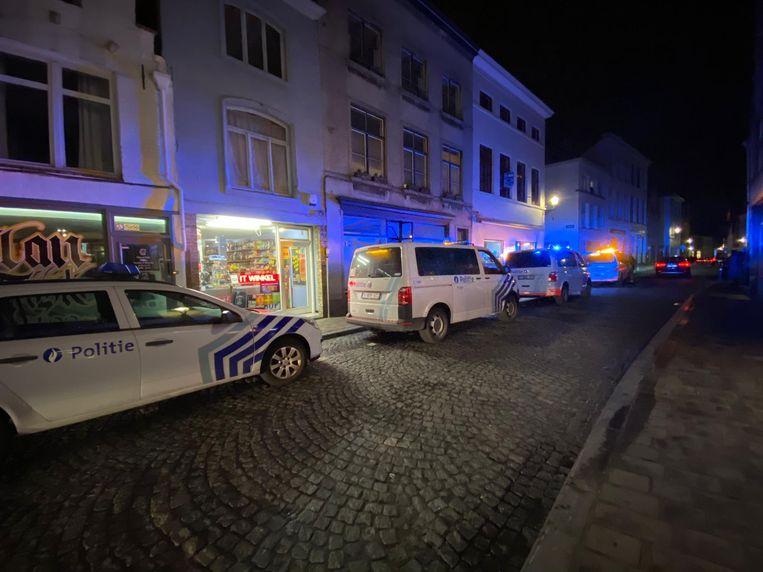 Een grote politiemacht kwam ter plaatse om de man te arresteren.