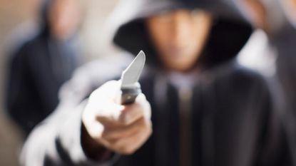 Jongen (16) trekt met mes naar geliefde maar wordt tegengehouden door haar neefjes