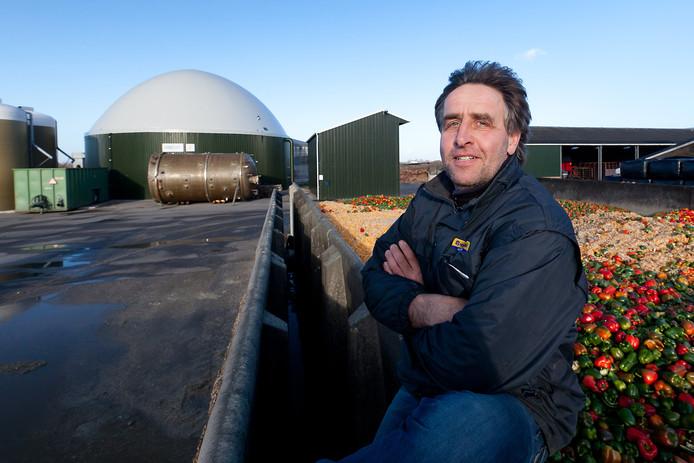 Melkveehouder Jan van Dorp exploiteert een biogasinstallatie aan de J.C. Hoogendoornlaan net buiten Alphen aan den Rijn.