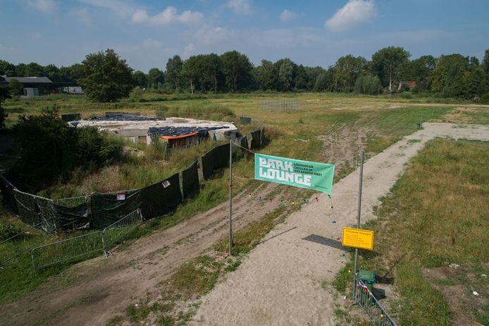 Het uitgestorven Park Lounge aan de Broedersingel in het stadspark van Kampen.
