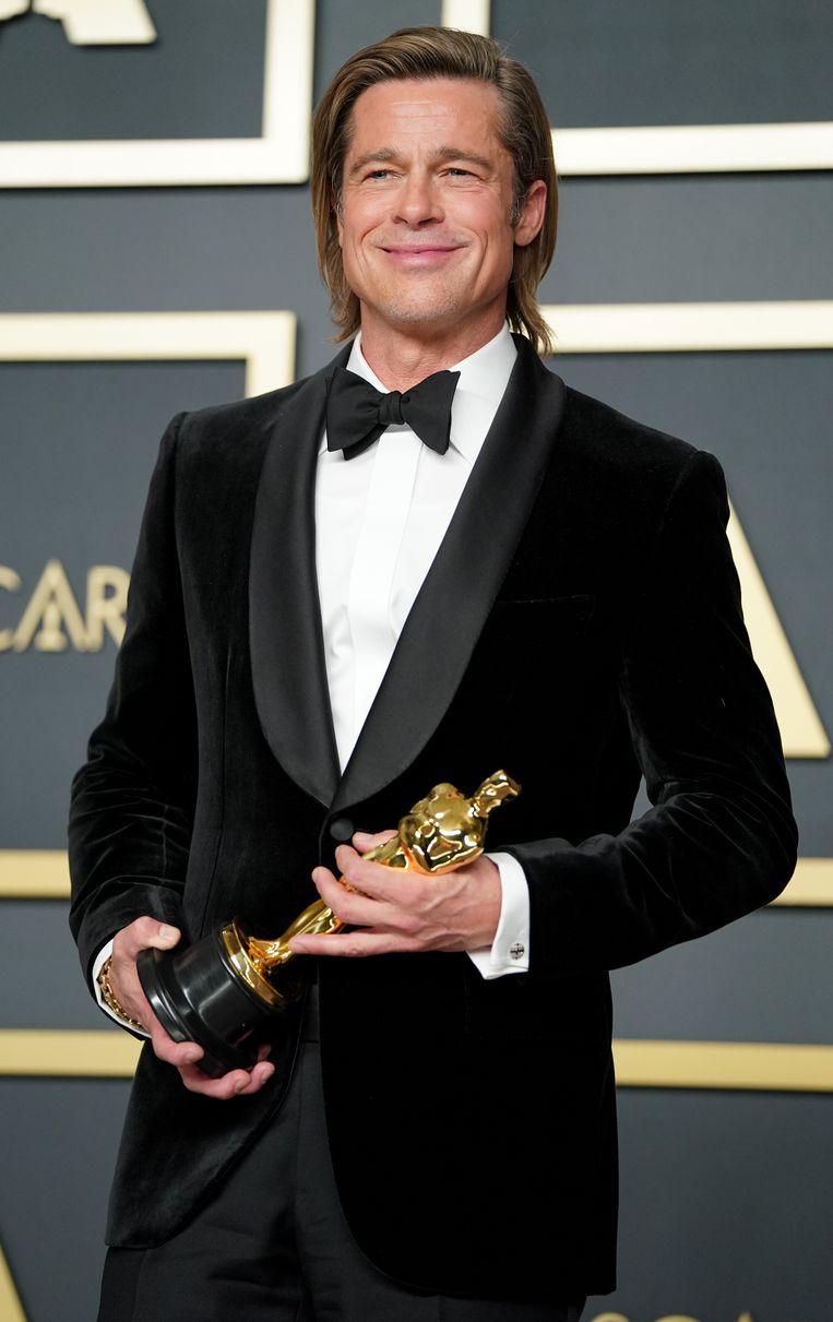 Brad Pitt en zijn nekmatje. Beeld Getty Images