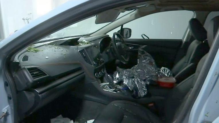 De wagen van de vrouw is zwaar beschadigd.