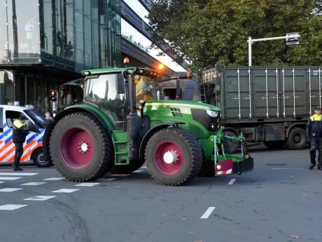 Boerenblokkade bij distributiecentra gaat uitlopen tot 'clash met legerinzet'
