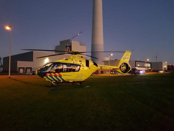 De traumahelikopter landde vlak bij de bouwplaats.