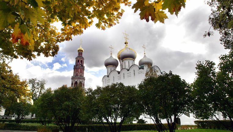 Het Novodevitsji-klooster in Moskou. De klokkentoren die hier links op de foto staat, is in brand gevlogen. Beeld afp
