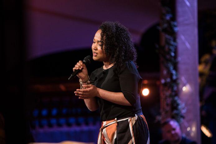 De Wageningse zangeres Lateesha Buitenkamp doet mee met de YouTube-aflevering van het programma 'Beste Zangers'.