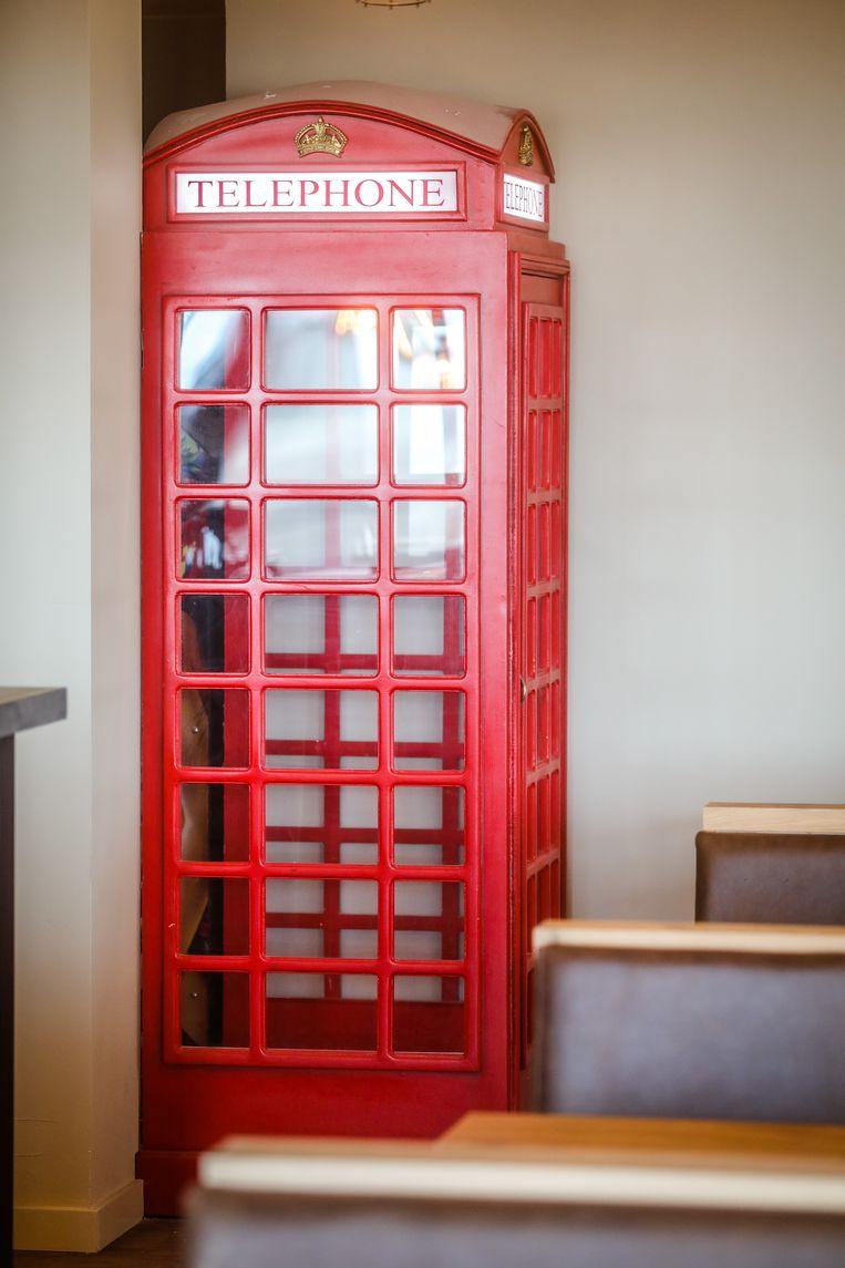 Vanaf zaterdag kom je te weten waarom deze telefooncel in de Albert I staat