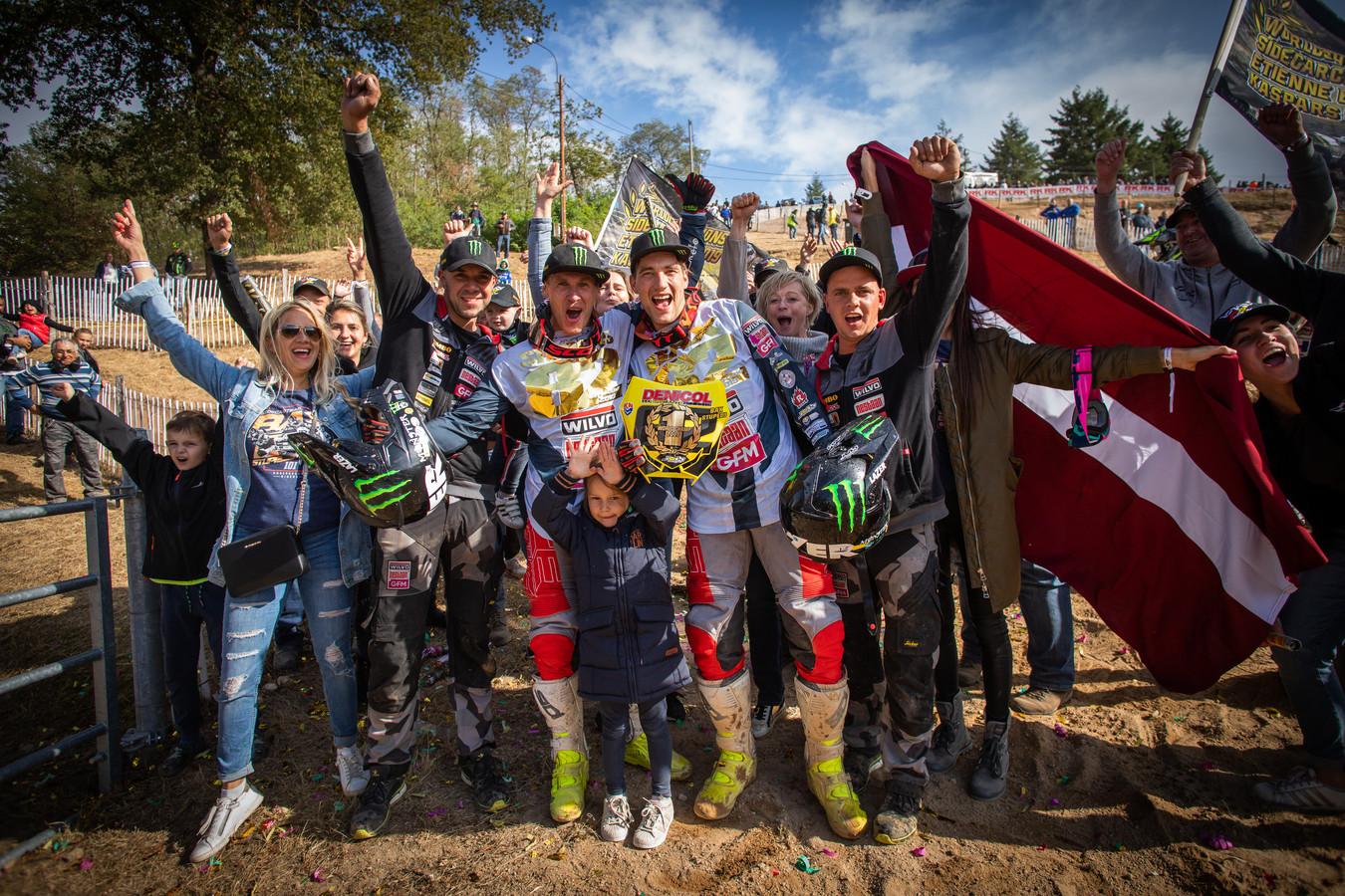 Etienne Bax en Kaspar Stupelis vieren de wereldtitel eerder deze maand.
