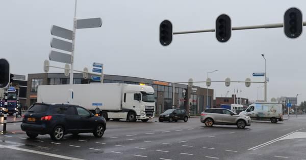 Stoplichten kapot op kruising Barneveld: chaos en ongeluk.
